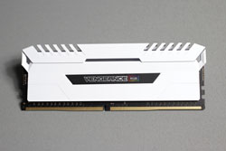 Corsair Vengeance LED DDR4 32GB 7at
